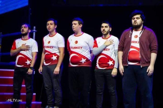 Türkiye Namağlup Yarı Finalde!